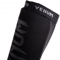 Щитки Venum Kontact Black/Black